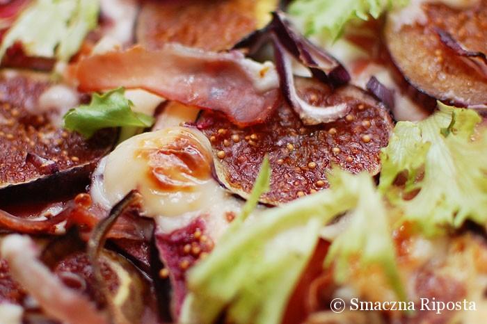 Boska tarta z figami, kozim serem i szynką szwarcwaldzką