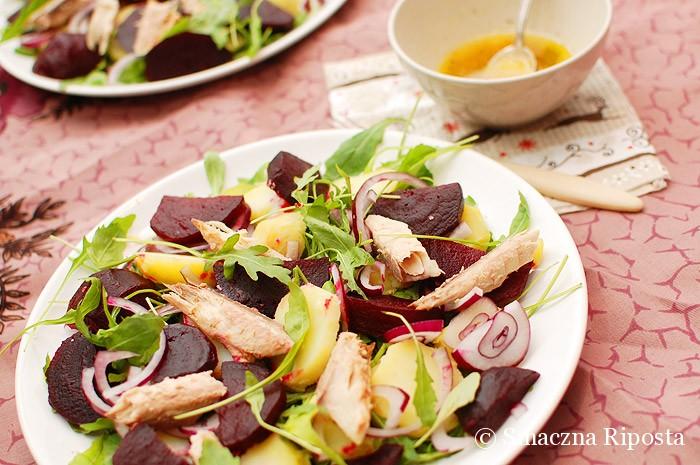 Sałata z gotowanych buraków z makrelą i ziemniakami