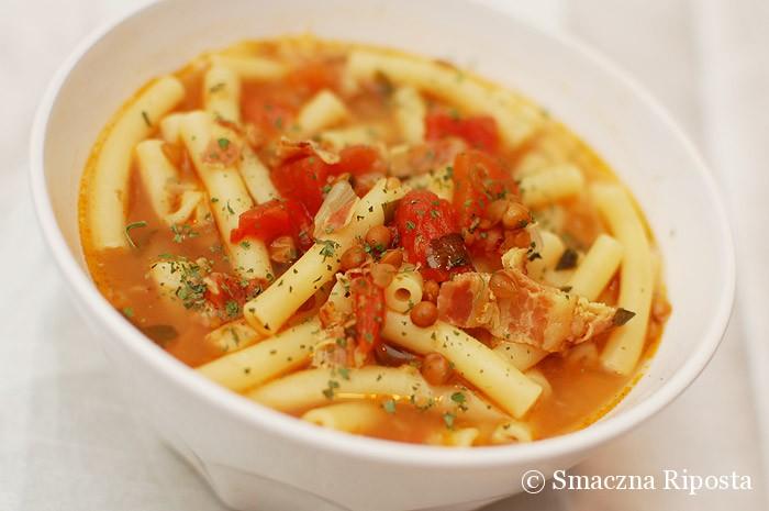 Zupa z makaronem, soczewicą i boczkiem