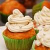 Mocno orzechowe muffinki ozdobione mascarpone