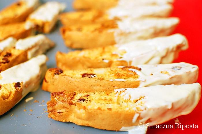 Biscotti z żurawiną, marcepanem i migdałami w białej czekoladzie
