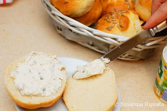 Bułki z dodatkiem sera i słonecznikiem