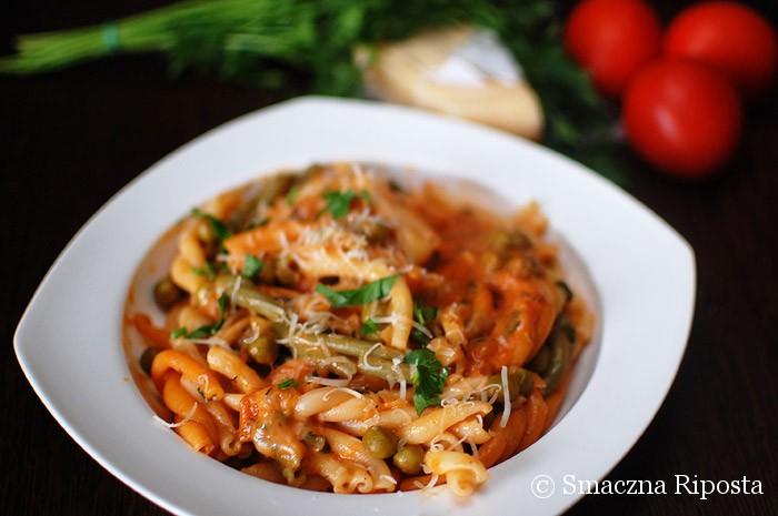 Makaron z sosem pomidorowym z czerwonym winem i mascarpone