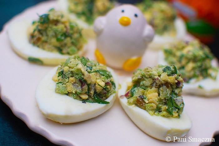 Faszerowane jajka awokado, jalapeno i pietruszką