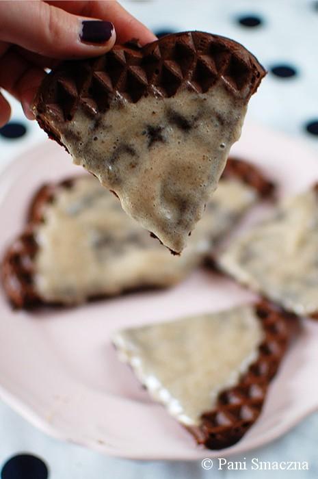 Gofry czekoladowo-orzechowe z puree bananowym