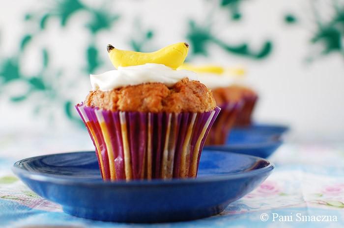 Wilgotne muffinki bananowo - serowe
