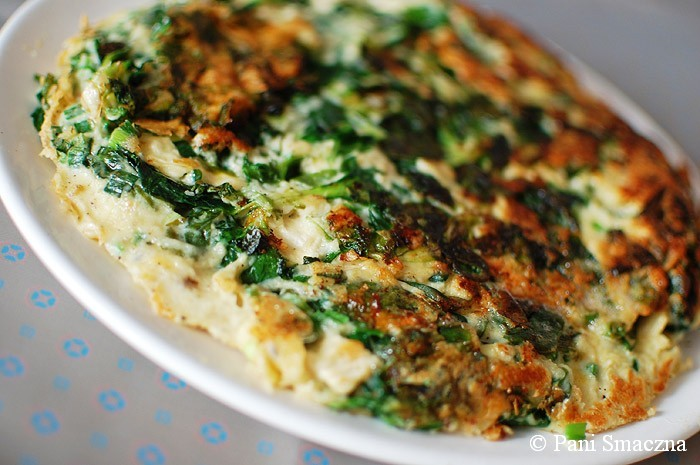 Sycący omlet ze szpinakiem i serem camembert