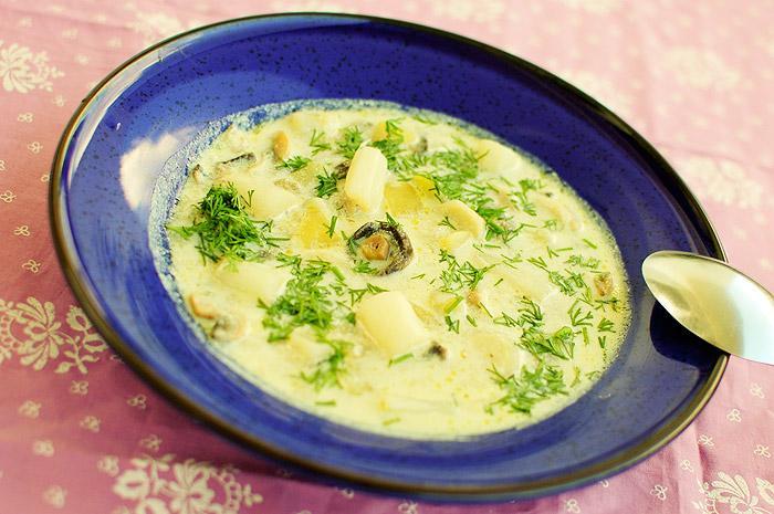 Zupa z białych szparagów i pieczarek