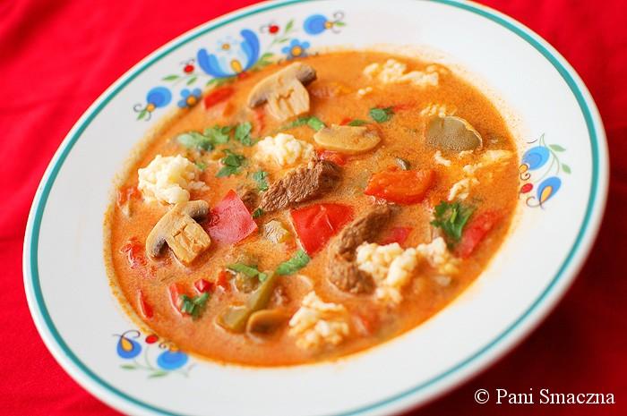 Zupa gulaszowa z lanymi kluskami