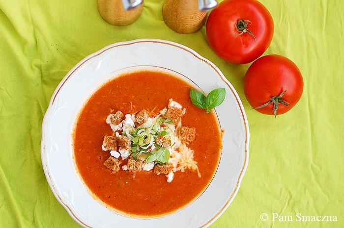 Zupa ze świeżych pomidorów z fetą