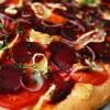 Pizza z kozim serem i pieczonymi burakami