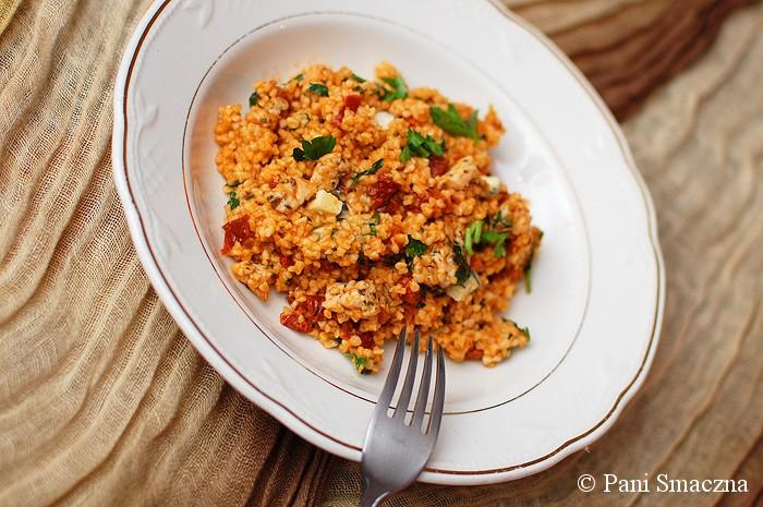 Pomidorowa kasza bulgur z kurczakiem i suszonymi pomidorami