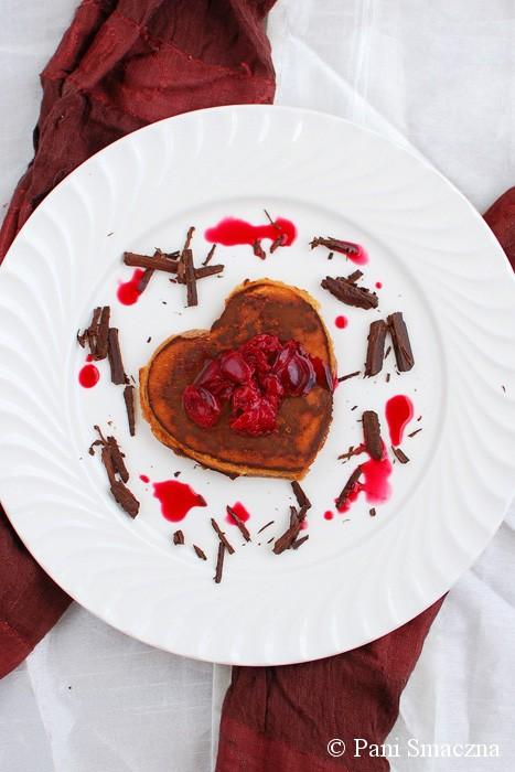 Omlety czekoladowe z sosem wiśniowym