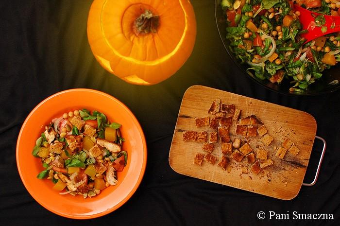 Sałata z dyni w zalewie słodko-kwaśnej, kurczaka i ciecierzycy