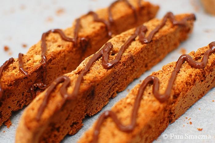 Korzene biscotti z migdałami i białą czekoladą