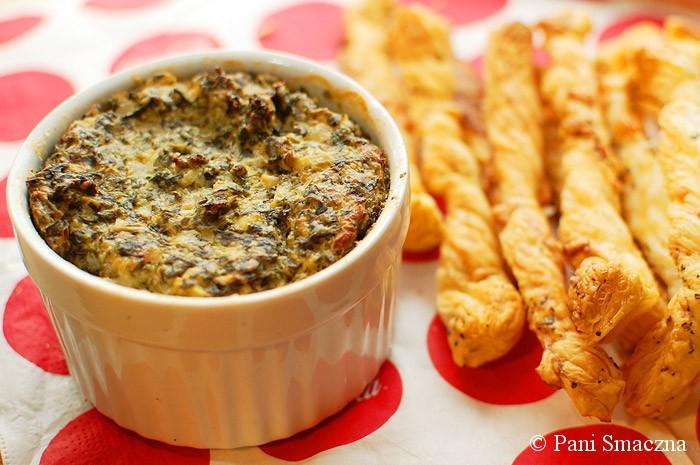 """Pieczony dip serowo-szpinakowy z karczochami + """"zawijasy"""" z ciasta francuskiego"""