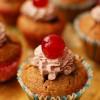 Muffinki wiśniowo – marcepanowe w winną nutą