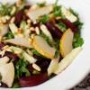Sałata z kozim serem, burakami i gruszką
