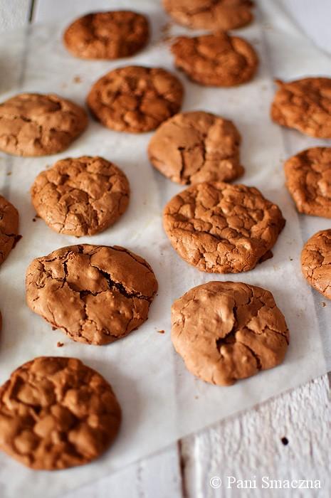Czekoladowe ciasteczka bezowe