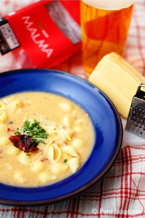 Serowa zupa cheddar z piwem i bekonem