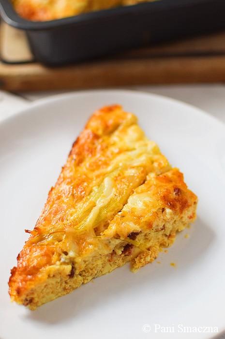 Pieczony omlet z kozim serem, chorizo i fasolką szparagową
