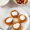Kotleciki z kaszy jaglanej z kurkami oraz delikatny sos jogurtowo - cytrynowy