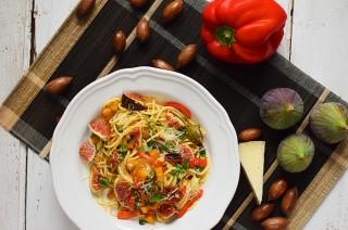 Spaghetti z dynią, świeżymi figami i serem manchego