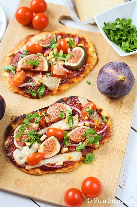 Pizze naan z figami, serem manchego i piniami
