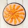 Sernik kajmakowy na zimno z karmelizowanymi brzoskwiniami