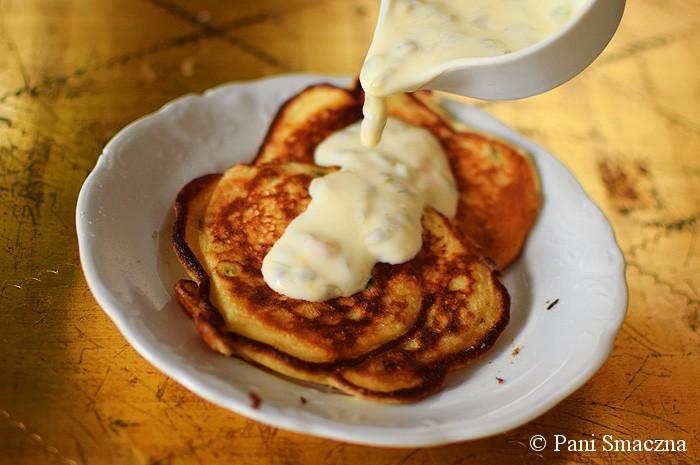 Pancakes na greckim jogurcie z marakują