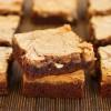 Brownie z sosem kajmakowym i syropem klonowym